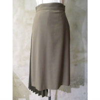SALE【HYKE】ASYMMETRIC PLEATED SKIRT