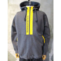 【White Mountaineering】LOGO PRINTED CONTRASTED ZIP UP HOODIE